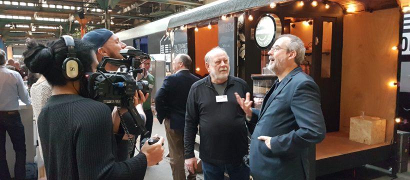 Dagvoorzitter Roald Giphart (l.) met brouwer Art LarranceDagvoorzitter Roald Giphart (l.) met brouwer Art Larrance